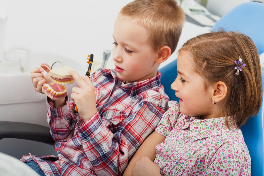 children-at-dentists-office-picture-id639929930Prophy